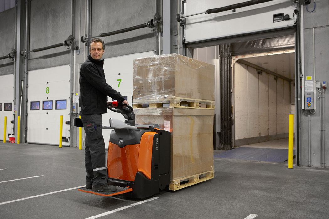BT Levio 2.5t Powered Pallet Truck With Platform